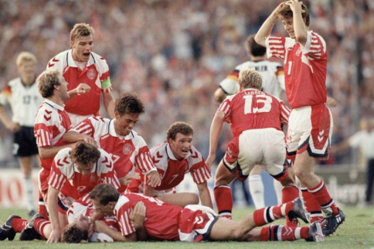 Dinamarca entró a la Eurocopa 1992 por la suspensión de Yugoslavia y terminó ganando el título Foto:Getty Images. Imagen Por: