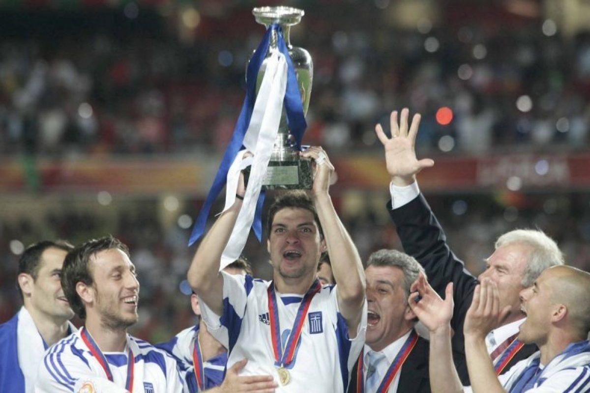 Grecia fue la gran cenicienta de la Eurocopa 2004 y venció a Portugal en su propia casa para quitarle el título Foto:Getty Images. Imagen Por: