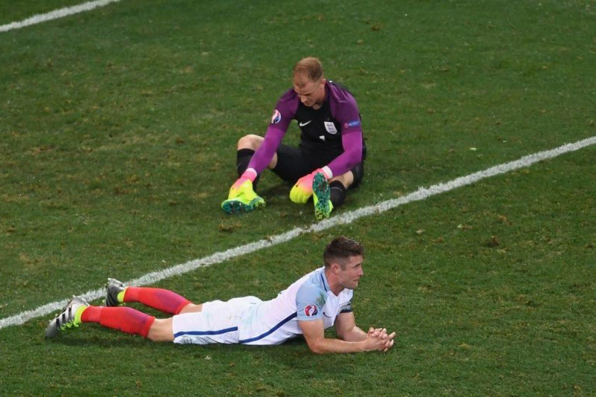Joe Hart fue uno de los más criticados por su débil reacción en el segundo gol islandés Foto:Getty Images. Imagen Por: