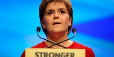 La líder de Escocia viajará mañana a Bruselas para defender el lugar del país