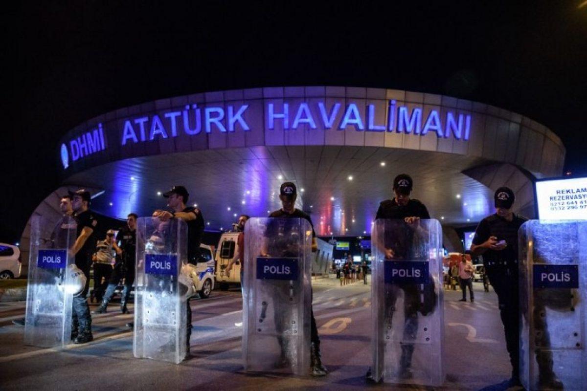 Las imágenes que nos dejó el atentado en el aeropuerto de Ataturk en Turquía Foto:AFP. Imagen Por: