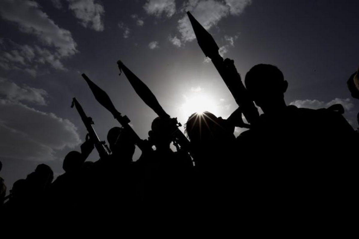 iembros de tribus armadas, leales al grupo Hutíes, asisten a una reunión de más combatientes para hacer frente a las fuerzas yemeníes de respaldo saudí. Foto:Efe. Imagen Por: