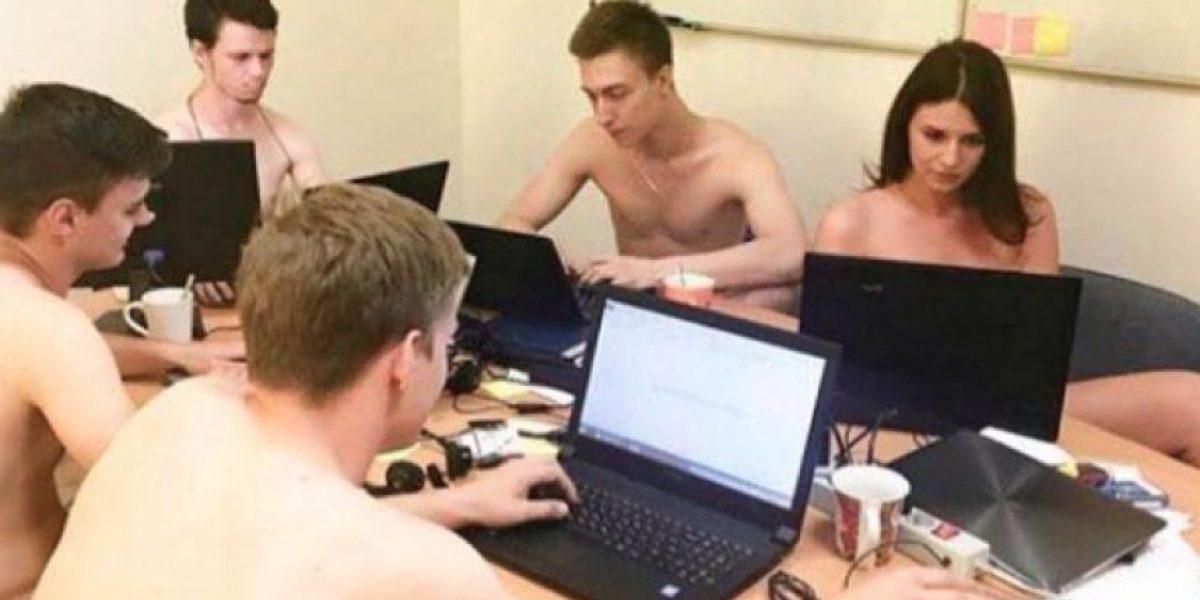 Conoce porqué jóvenes de Bielorrusia se sacan fotos desnudos en sus trabajos