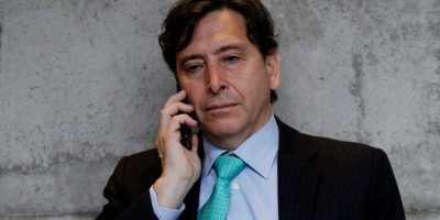 Caso Penta: tribunal decreta arraigo nacional y firma quincenal para Golborne