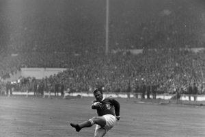 Uno de los delanteros más letales que ha tenido el fútbol es Ferenc Puskas y no por nada el premio de la FIFA al mejor gol de la temporada lleva su nombre. En Real Madrid formó una dupla temible con Alfredo Di Stefano y se cansaron de ganar títulos, algo que no pudo repetir por su selección. Con Hungría, pese a marcar 84 goles en 85 partidos, jugó el Mundial de 1954 y perdió la final ante Alemania. Luego, para el Mundial de 1962, cambió su nacionalidad y jugó por España, pero perdió en la fase de grupos. Foto:Getty Images. Imagen Por: