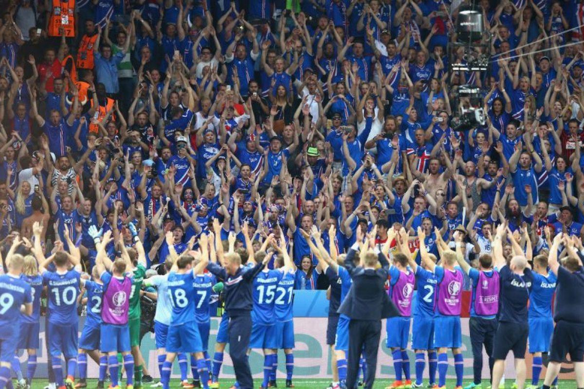 El 'Uh' de los hinchas islandeses se ha vuelto un hit de cánticos luego de sus buenos resultado Foto:Getty Images. Imagen Por:
