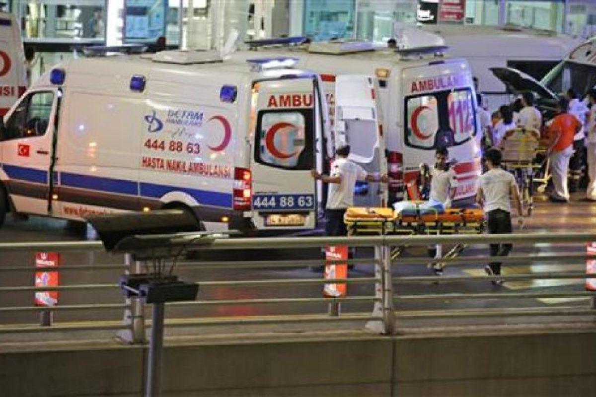 Hasta el momento se confirman 10 muertos y 20 heridos, cifra que puede aumentar Foto:AP. Imagen Por: