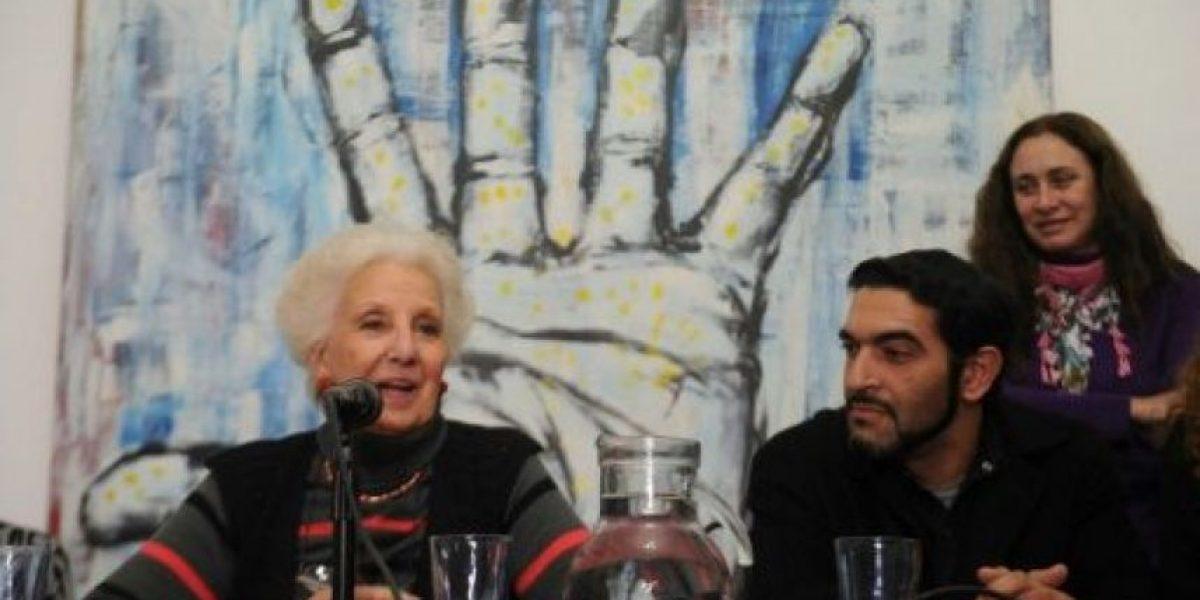 Abuelas de Plaza de Mayo presentan al nieto recuperado 120 en Argentina