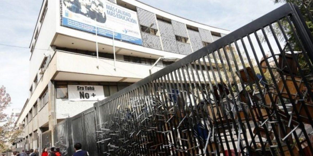 Alcaldesa Tohá se reúne con apoderados para llegar a acuerdos para deponer tomas en liceos