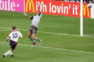 Michael Owen es el séptimo gol más rápido de la Eurocopa. El delantero inglés anotó la apertura del marcador en el empate a dos tantos ante Portugal por los cuartos de final de la Eurocopa 2004 Foto:Getty Images. Imagen Por: