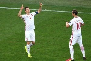 Cuatro partidos tuvieron que pasar para que Robert Lewandowski anote su primer gol en la Eurocopa 2016 Foto:Getty Images. Imagen Por: