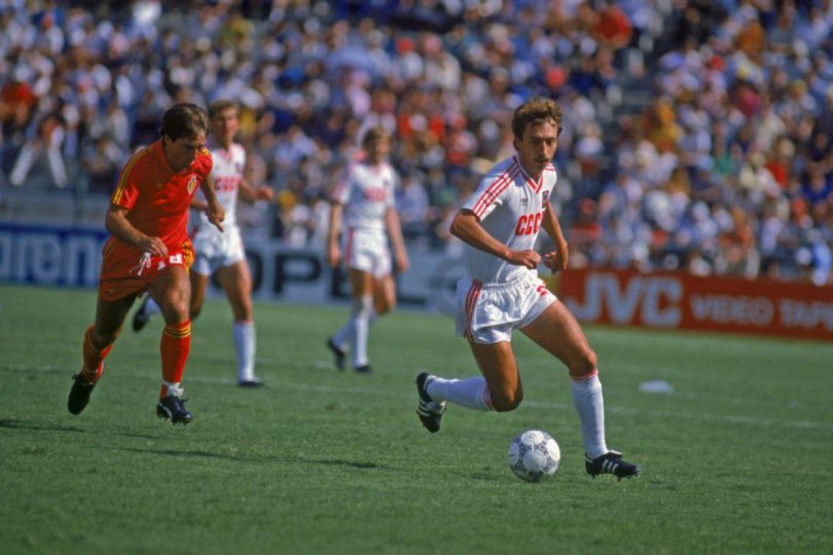 Sergei Aleinikov es el cuarto tanto más rápido y lo consiguió cuando marcó a los 2:07 minutos en la victoria por 2 a 1 ante Irlanda en la Eurocopa de 1988 Foto:Getty Images. Imagen Por: