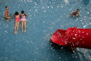 3. Avisar en caso de encontrar a un niño que se haya lastimado Foto:Getty Images. Imagen Por: