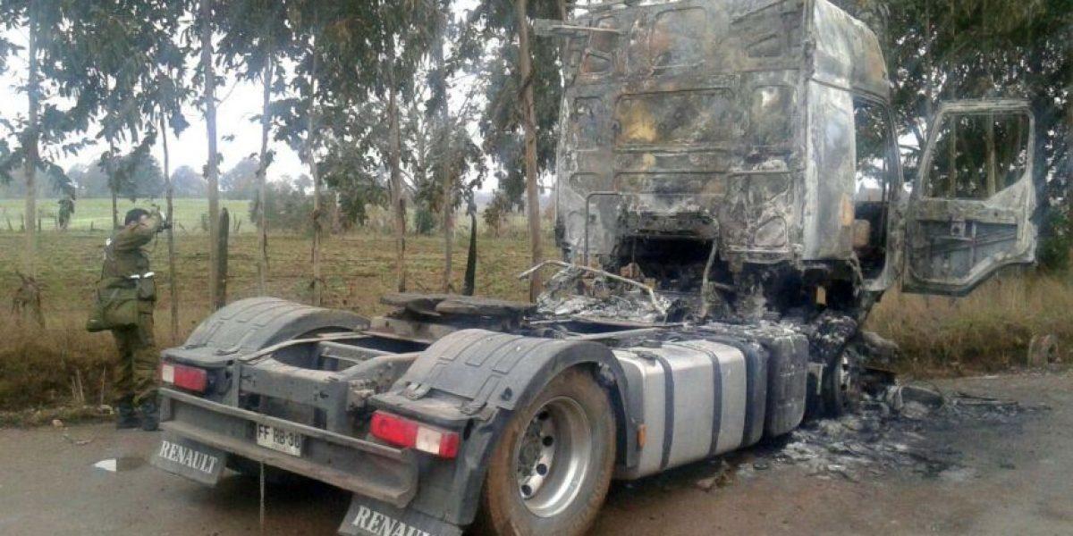 Desconocidos incendiaron camión en Alto Biobío