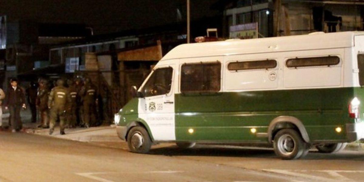 Incidentes entre asistentes y la policía se registran luego de recital punk en Santiago