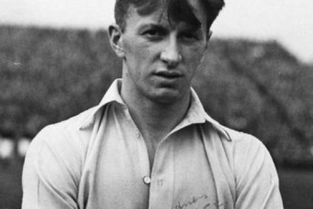 Albert Guðmundsson aparece en el video. Fue el primer jugador profesional islandés y jugó en Arsenal Foto:arsenal.com. Imagen Por:
