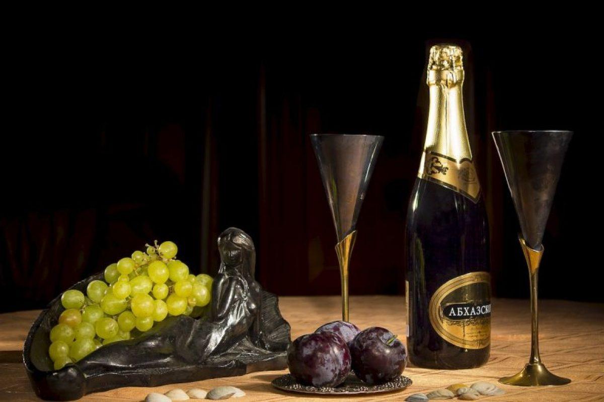 Descorchar una botella de champaña requiere muy buena precisión. Foto:Pixabay. Imagen Por: