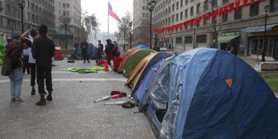 Estudiantes levantan campamento frente a La Moneda para protestar por demandas sociales