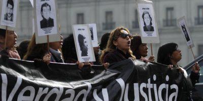 Agrupaciones de DDHH: Marcharemos todos los viernes alrededor de La Moneda