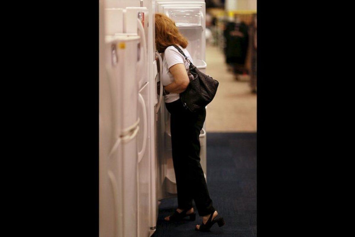 Bajo este tratado se acordó eliminar gradualmente los clorofluorocabonos (CFC), presentes en productos como viejos refrigeradores. Foto:Getty Images. Imagen Por: