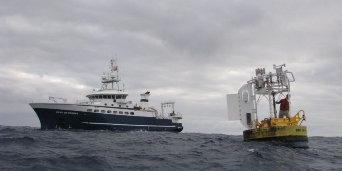 Buque científico de la Armada instaló moderna boya para estudiar el cambio climático