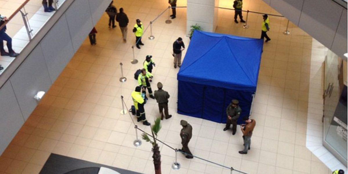Hombre se lanza desde el quinto piso al interior del mall Costanera Center