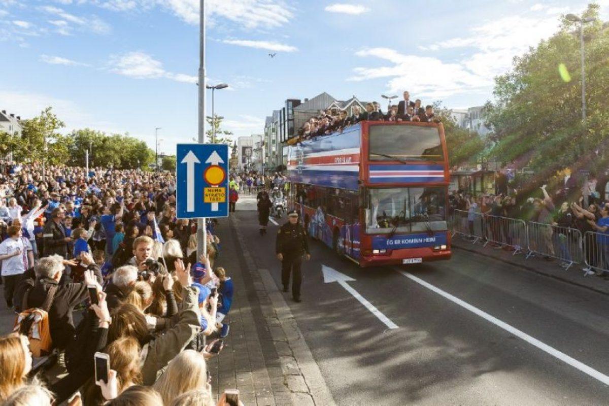Los islandeses llenaron las calles para recibir a sus héroes Foto:AFP. Imagen Por: