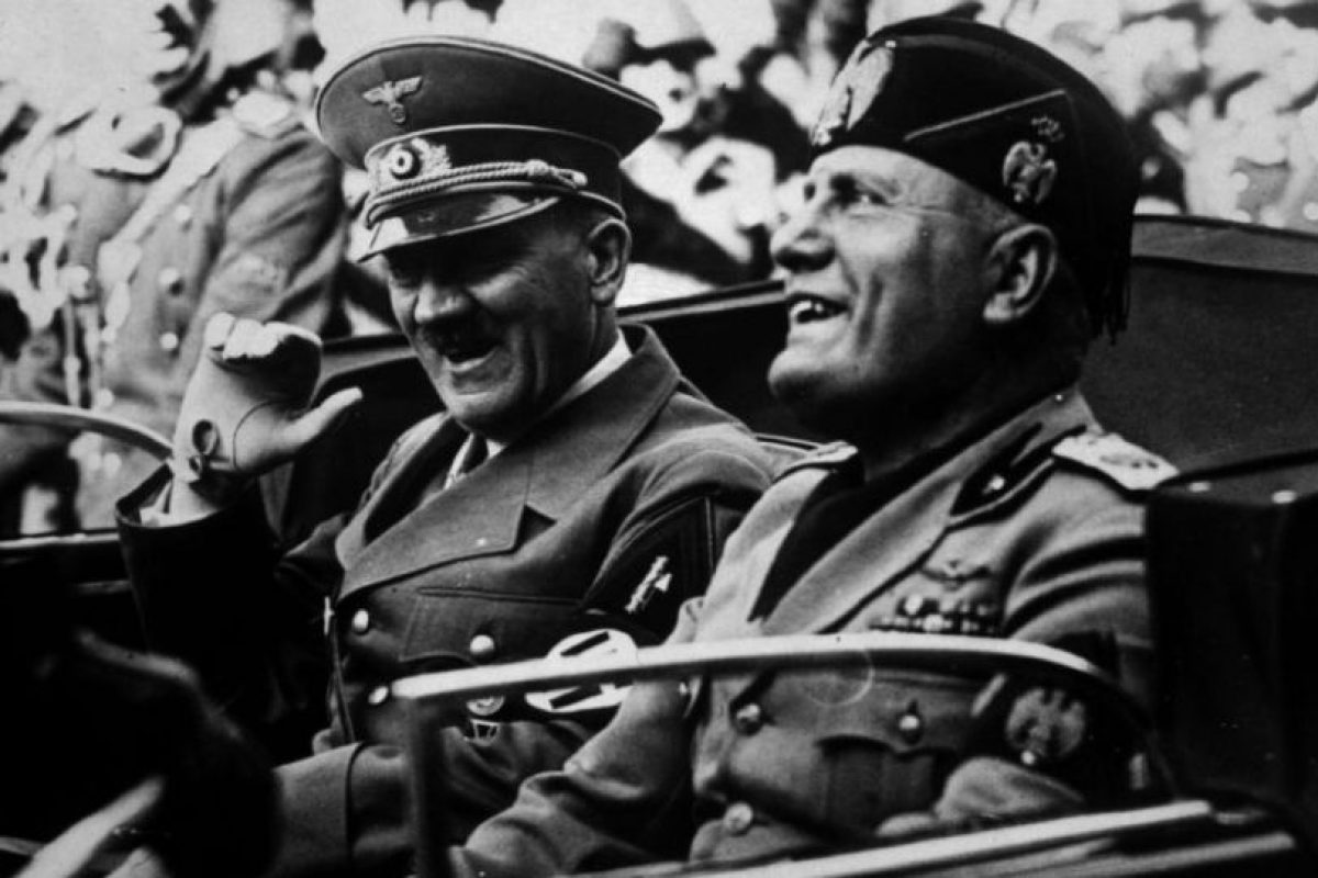Benito Mussolini (en la imagen junto a Hitler): 1,69 centímetros: Foto:Getty. Imagen Por: