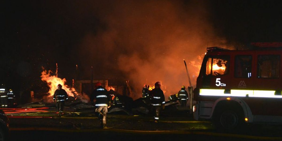 Policía investiga ataque incendiario que afectó a fundo en Padre Las Casas