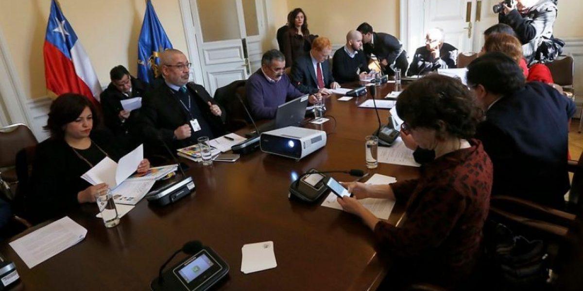 Parlamentarios de la Nueva Mayoría piden más énfasis para Ues estatales en almuerzo con ministra Delpiano