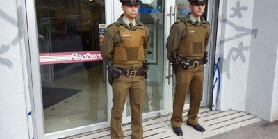 Asaltantes protagonizan violento robo en sucursal bancaria en el centro de Santiago