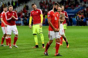 La sorpresiva actuación de Gales también le generó un problema a Ledley, quien tuvo que correr su boda por la semifinal que jugarán este miércoles con Portugal Foto:Getty Images. Imagen Por: