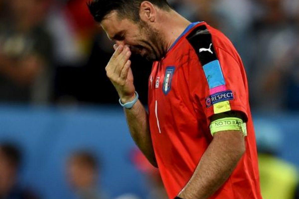 Luego de la eliminación de Italia en los cuartos de final de la Eurocopa, el veterano arquero no aguantó y rompió en llanto Foto:Getty Images. Imagen Por: