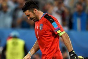 Las lágrimas del arquero conmovieron a todos. Podría ser su última Eurocopa Foto:Getty Images. Imagen Por: