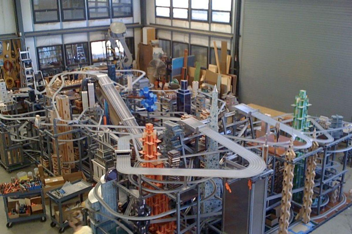 Así luce la pista dentro del Museo de Arte de Los Ángeles, California. Foto:Chris Burden. Imagen Por: