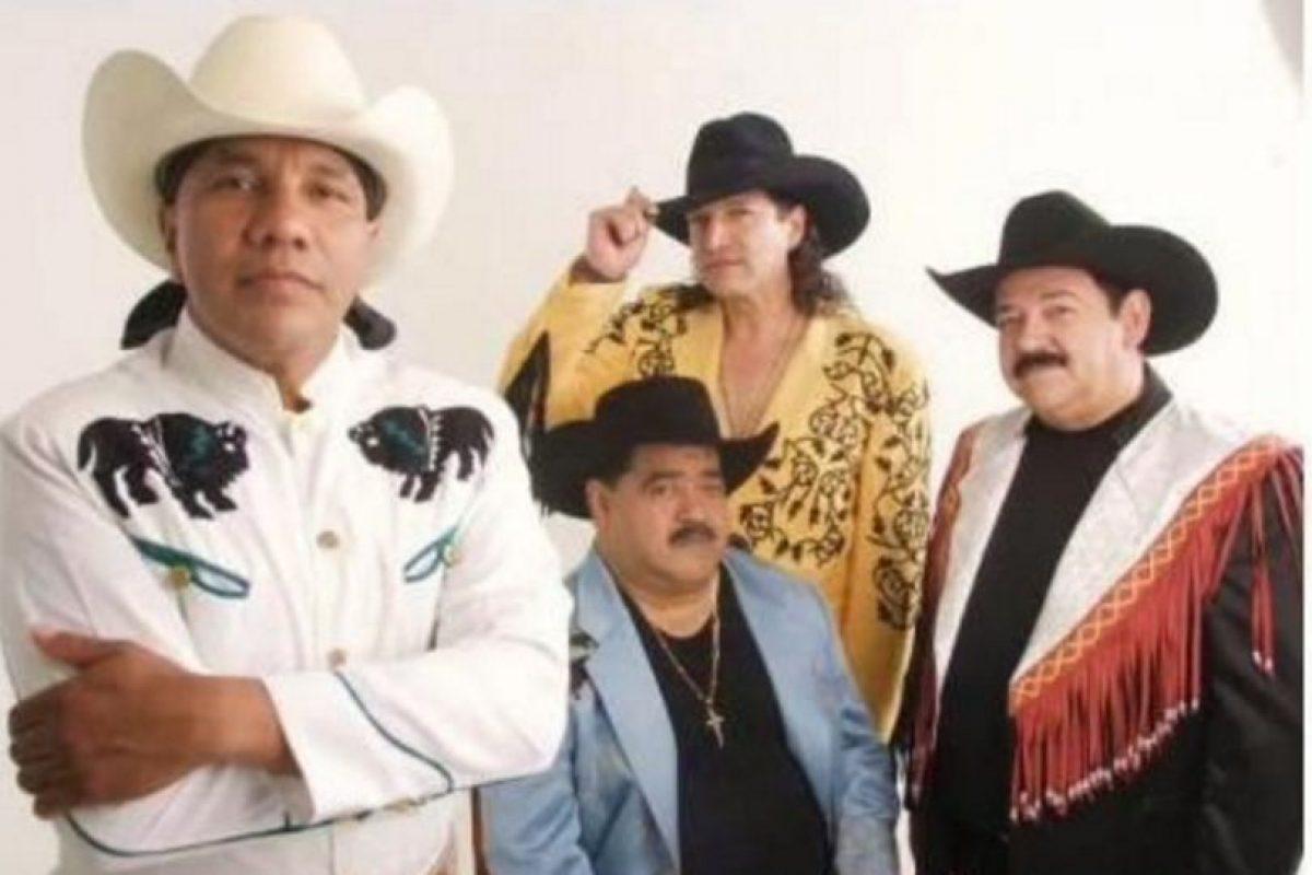 Lupe Esparza es el vocalista de la agrupación Foto:Vía twitter.com/broncoesbronco. Imagen Por: