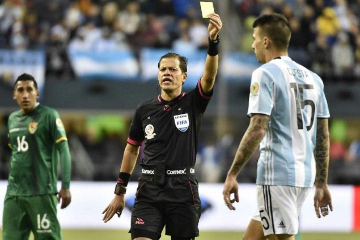 Víctor Cuesta es uno de los jugadores que no será cedido Foto:AFP. Imagen Por:
