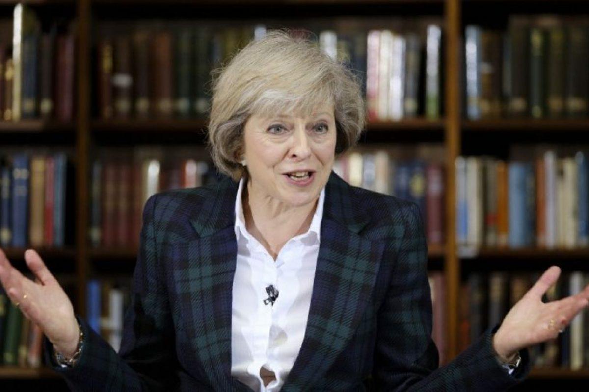 Theresa May. La ministra de Interior quería que el país siguiera en la UE pero apenas se manifestó durante la campaña, por lo que no le costará tender puentes con el sector Brexit del partido. Aparece ahora como la candidata de consenso y la favorita para suceder a Cameron. Ya ha sido bautizada por los medios locales como la Dama de Hierro, en alusión a Margaret Tatcher. Foto:AFP. Imagen Por: