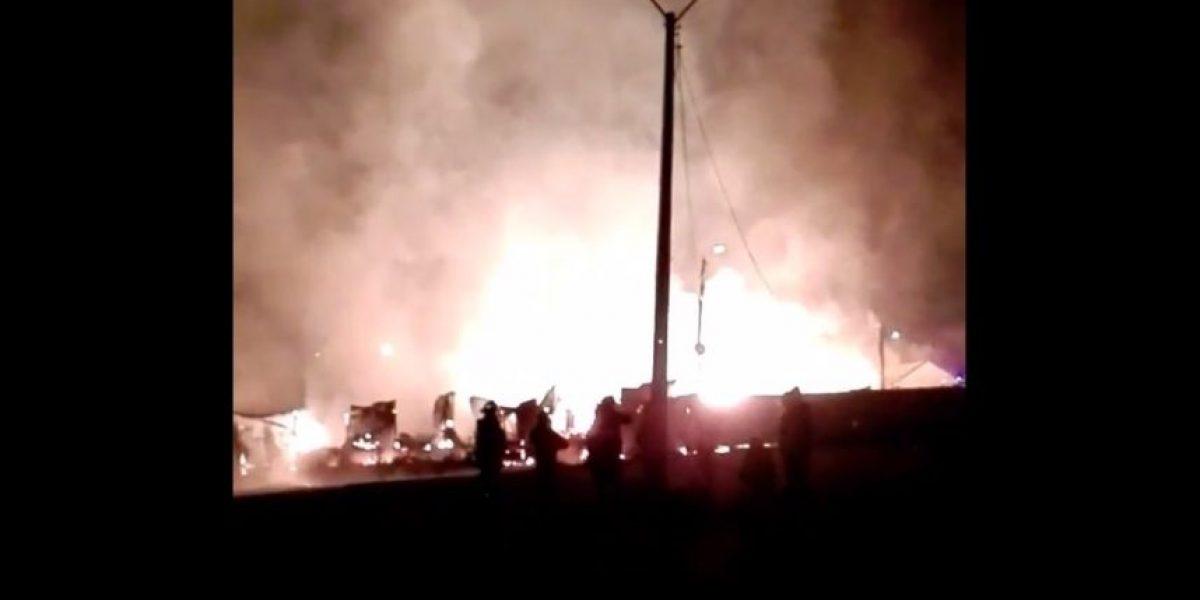 Incendio consume tradicional local comercial en San Antonio
