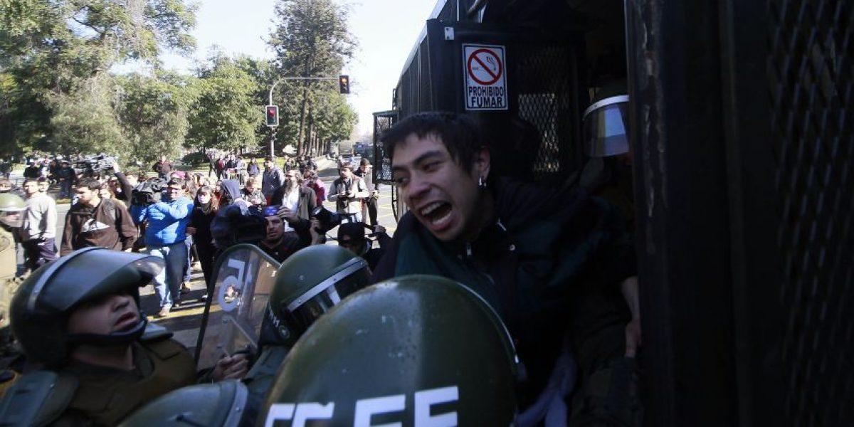 Incidentes aislados se registraron  durante marcha convocada por la Confech