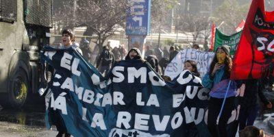 Minuto a minuto: desde varios puntos de Santiago estudiantes intentan llegar al Ministerio de Educación