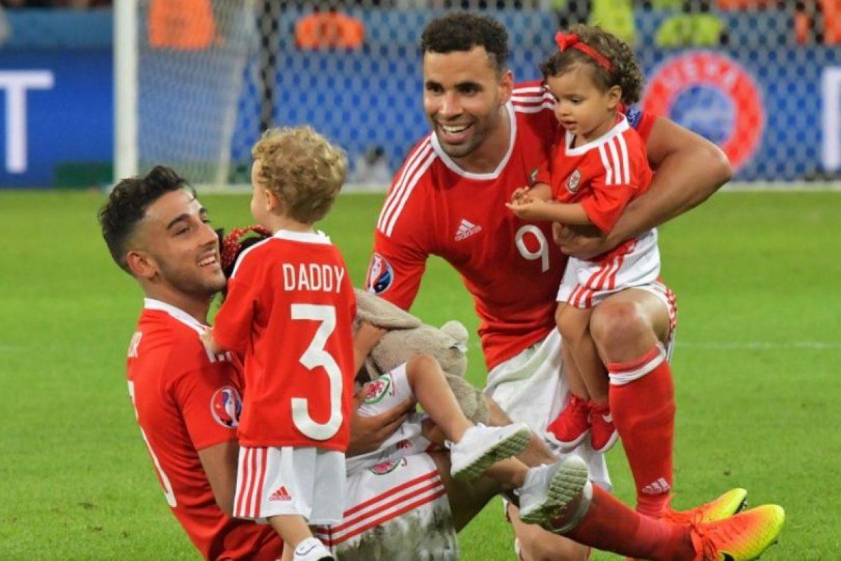 Luego de la clasificación de Gales, los hijos de los jugadores repletaron las canchas Foto:DPA. Imagen Por: