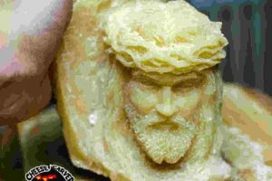 """""""Jesus"""" (escultura en queso) Foto:Facebook/ValerianoFatica88. Imagen Por:"""