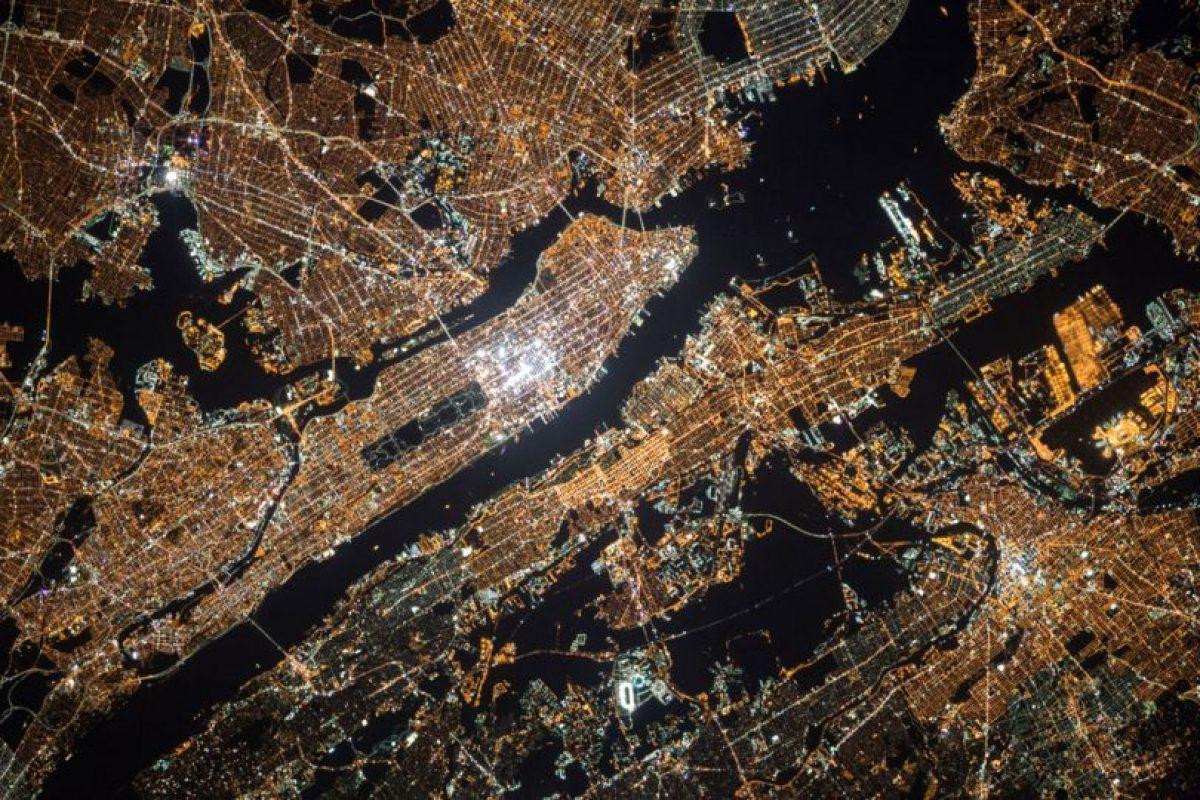 También compartió imágenes de cómo se ve de noche la Tierra Foto:NASA. Imagen Por: