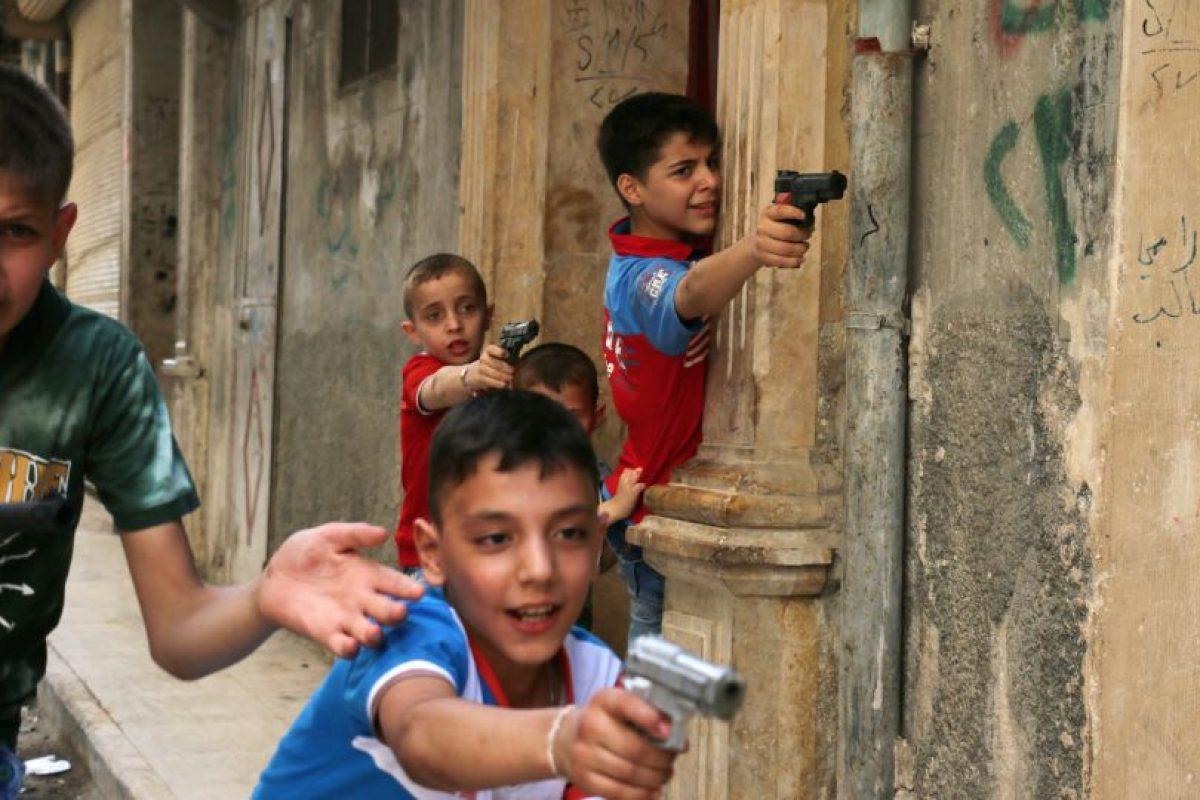 Niños sirios juegan a la guerra. Foto:AFP. Imagen Por: