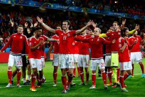 Gales es la gran sorpresa de la Eurocopa y avanzó a semifinales en su debut tras vencer a Bélgica Foto:Getty Images. Imagen Por: