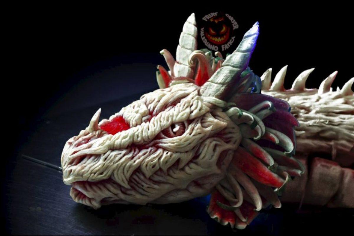 Dragón (escultura en sandía) Foto:Facebook/ValerianoFatica88. Imagen Por:
