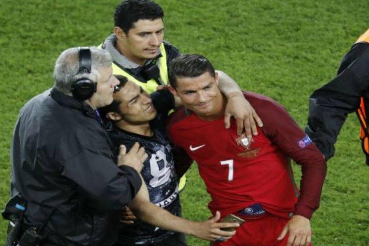 Ya se había tomado un selfie con otro hincha en esta Euro Foto:Getty Images. Imagen Por: