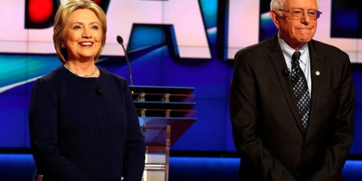 Hillary Clinton acerca posturas con Bernie Sanders y plantea gratuidad universitaria