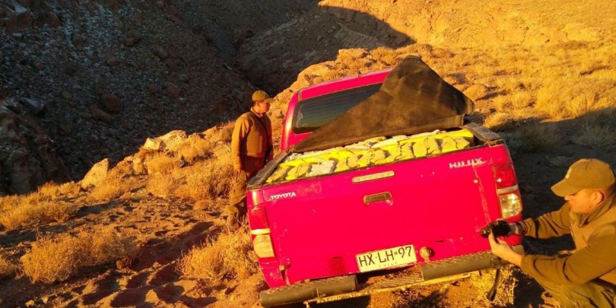 Camioneta abandonada en el desierto mantenía oculta una tonelada de droga